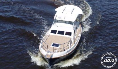 Barco a motor Sasanka Courier 970 (2008)
