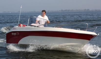 Lancha motora Mystraly 520 (2015)