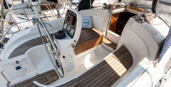 Sailboat Bavaria Cruiser 30 2006