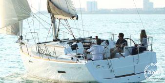 Sailboat Jeanneau 379 2012