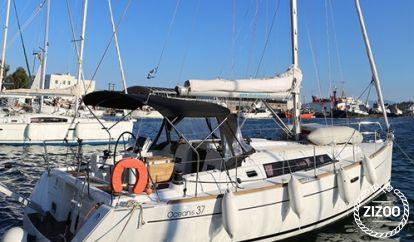 Sailboat Beneteau Oceanis 37 (2013)