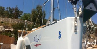 Sailboat Beneteau Oceanis 38 (2014)