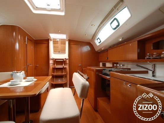 Beneteau Oceanis 43 2010 Sailboat