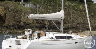 Sailboat Beneteau Oceanis 34 2013
