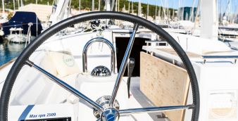Sailboat Beneteau Oceanis 38 2016