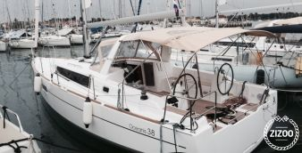 Sailboat Beneteau Oceanis 38 (2016)