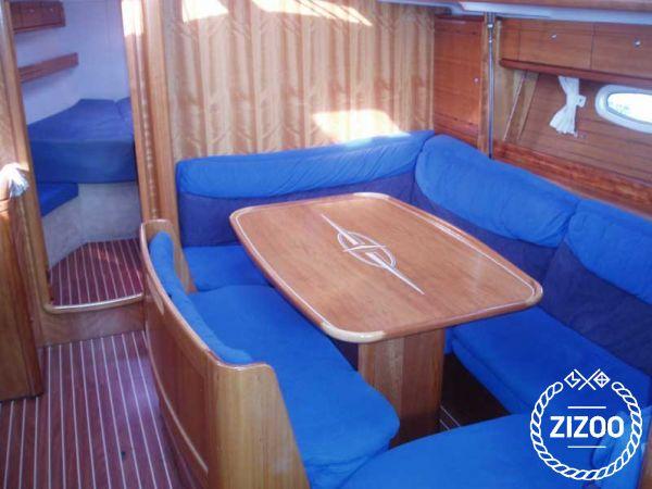 Sailboat Bavaria Cruiser 39 (2005)-3