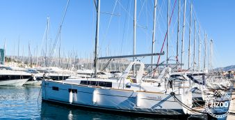 Sailboat Beneteau Oceanis 35 (2016)