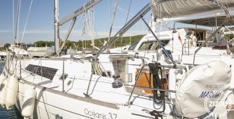 Sailboat Beneteau Oceanis 37 2008
