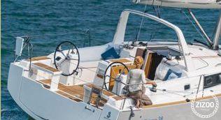 Sailboat Beneteau Oceanis 38 2016