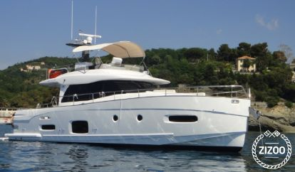 Motor boat Azimut 53 Magellano (2015)