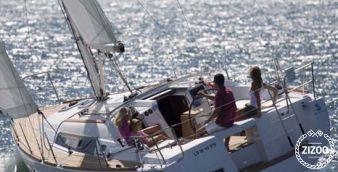 Sailboat Beneteau Oceanis 37 2010