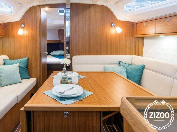 Sailboat Bavaria Cruiser 37 (2017)-1