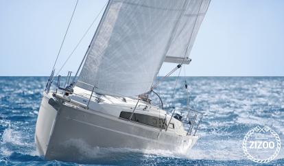 Sailboat Bavaria Cruiser 33 (2014)