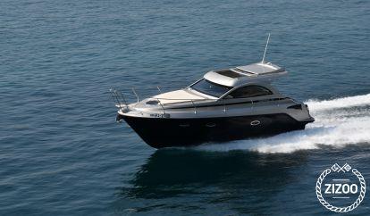 Barco a motor Mirakul 30 (2020)