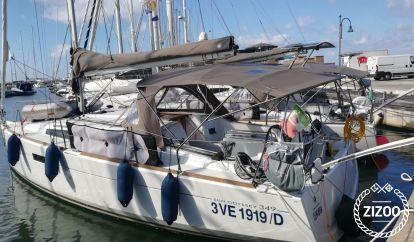 Sailboat Jeanneau Sun Odyssey 349 (2017)