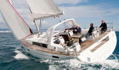 Sailboat Beneteau Oceanis 45 (2018)