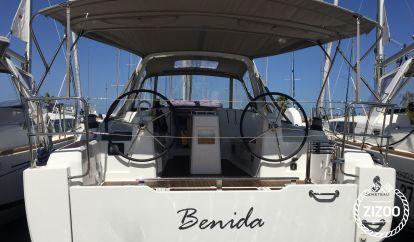 Sailboat Beneteau Oceanis 35 (2017)