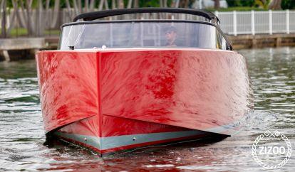 Motor boat VanDutch 40 (2015)