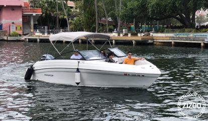 Speedboot Rinker Q3 (2019)