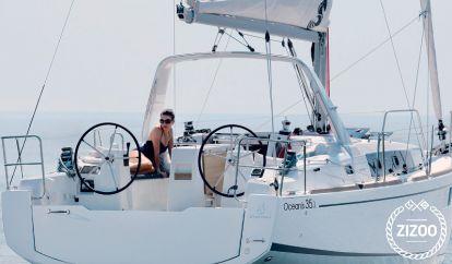 Sailboat Beneteau Moorings 35.3 (2019)